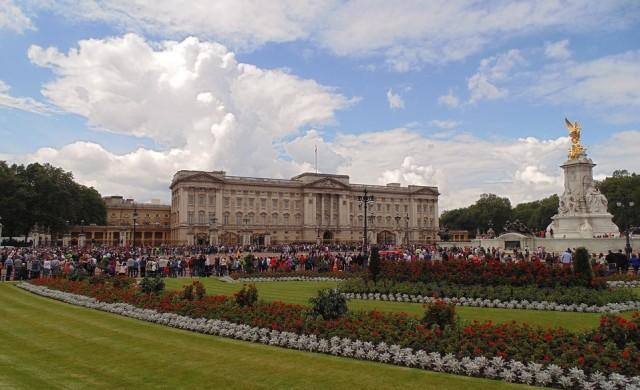 Как върви грандиозният ремонт на Бъкингамския дворец (видео)