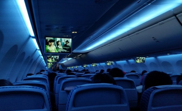 13 неща, които никога не трябва да правите в самолет