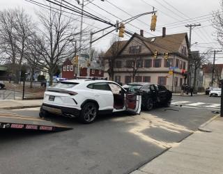 Тийнейджъри откраднаха две Lamborghini Urus и ги удариха