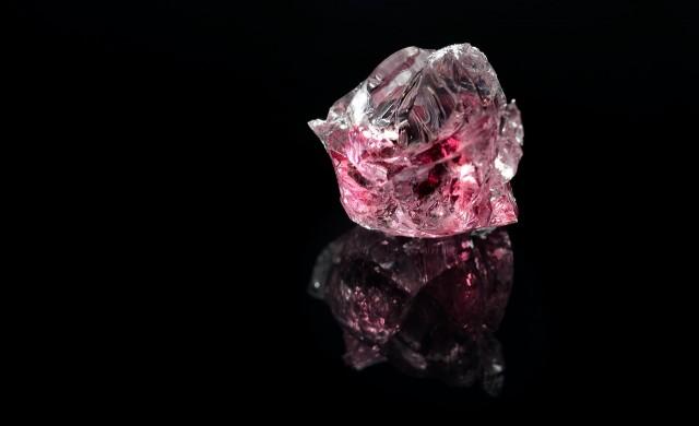 Рапър иска да си имплантира розов диамант на челото