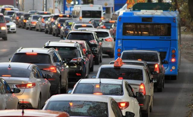 Спират достъпа на замърсяващите коли до определени зони в градовете