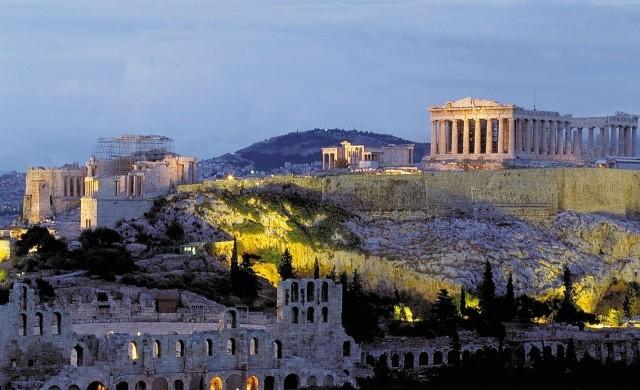 Атина се покри със сняг след силна буря, невиждана от 12 години (снимки)