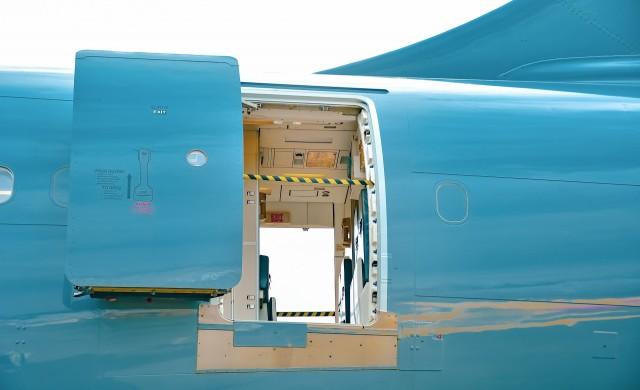Пореден случай на пътник, опитал да отвори врата на самолет във въздуха