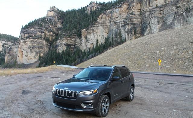 Племето Чероки иска Jeep да спре да използва името му