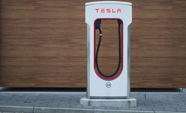 Акциите на Tesla загубиха над 20% за две седмици
