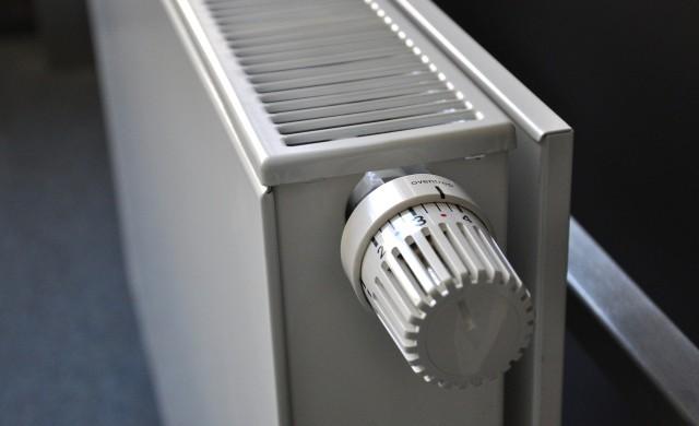 КЕВР: Няма да се променят цените на парното и тока