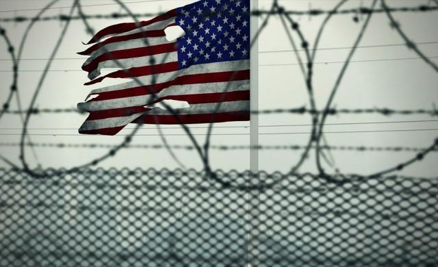 Как изглежда животът в най-известния затвор в света?