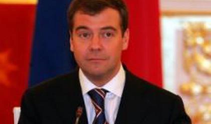 """""""Гардиън"""": Медведев претендира да е най-ниският президент в света"""
