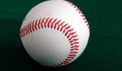 Продават бейзболна топка на търг за 1 млн. долара