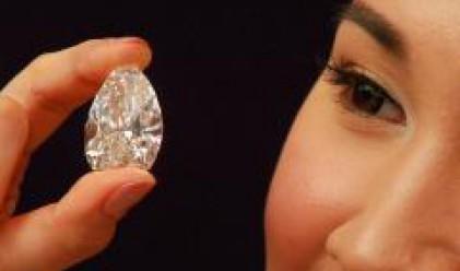 Огромен диамант за 10 млн. долара предлагат на търг в Хонконг