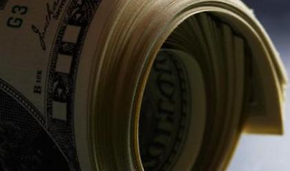 Доларът падна след покачване на риск-апетита