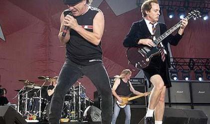 Данъчни на концертите на Елтън Джон и AC/DC