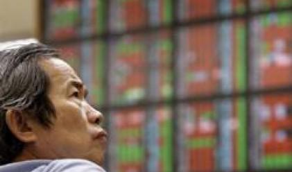 Спад за индексите и валутите в Азия