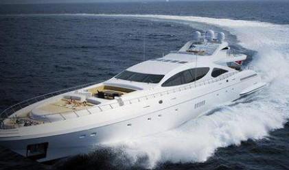 Продават най-бързата яхта в света