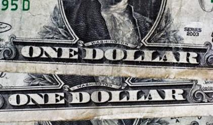 Трейдърите скъсяват рекордно долара