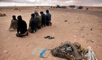 Войските на Кадафи взеха превес в сраженията в Либия