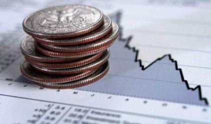 Слабостта на долара се подхранва от рекордния дефицит