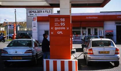 Цената на бензина в Гърция гони 2 евро за литър