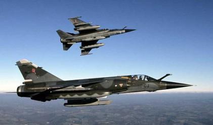 Първи удари срещу Либия
