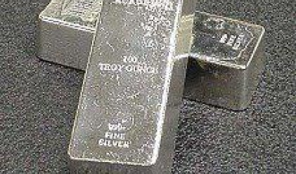 Злато и среброто остават под историческите си върхове