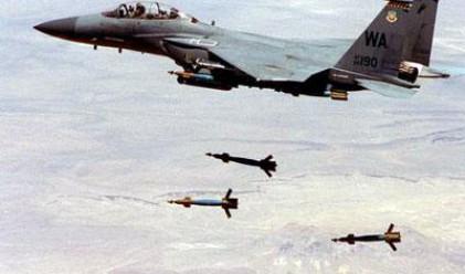 Гейтс: Кадафи приписва свои жертви на въздушните удари