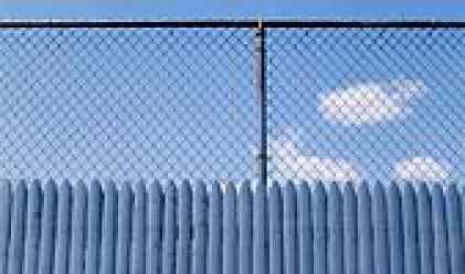 Вдигат предпазни огради по границата с Турция