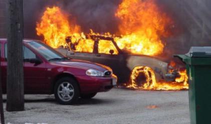 Пет автомобила горяха снощи в Бургас