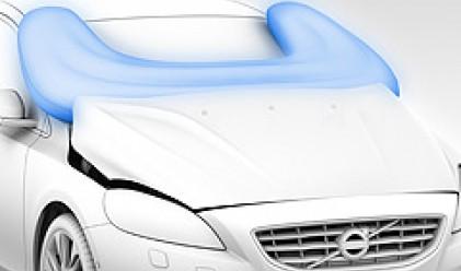 Volvo представи първата въздушна възглавница за пешеходци