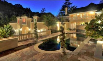 Бизнесмен предлага къща за 29 млн. долара срещу акции на Facebook