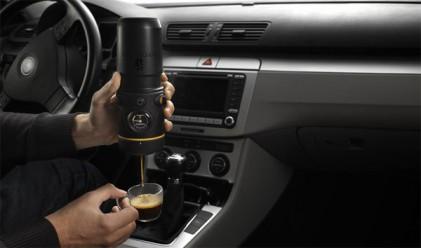 Машина за кафе в колата