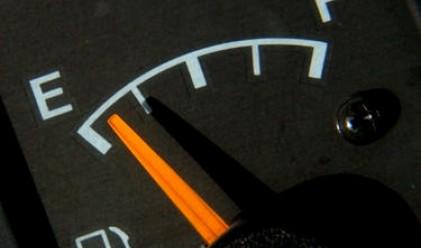 Ремонти намалиха наполовина производството на безоловен бензин и дизел