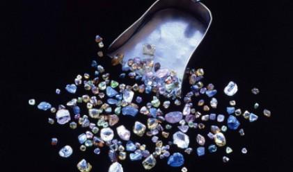 Рускиня намери 500 диаманта в асансьор