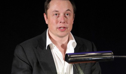 Илон Мъск: В бъдеще колите с шофьори може да бъдат незаконни