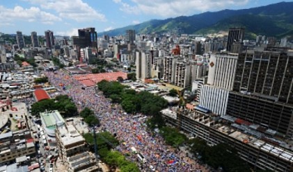 Пътуващите венецуелци ще плащат с 1 400% повече за долари