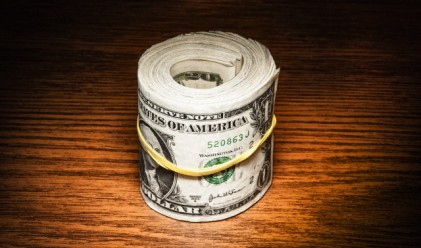 Доларът ближе рани след решението на Фед за лихвите