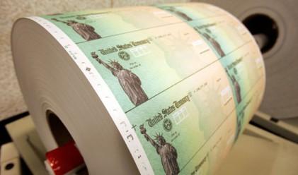 Чуждите правителства захвърлят щатския дълг