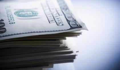 Доларът върви към седмично повишение
