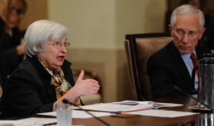 Доларът е в отбранителна позиция след изказването на Джанет Йелън