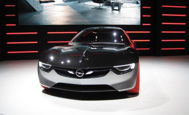 Peugeot-Citroen постигна сделка с GM за закупуването на Opel