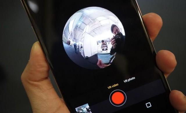Представиха първия смартфон с 360-градусова камера