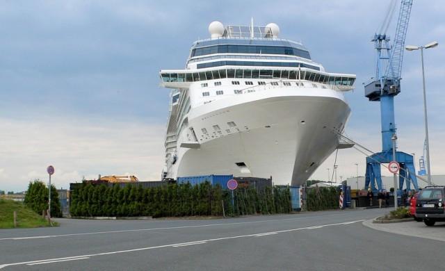 122 000-тонен кораб едва не събори дом за 2.3 млн. долара