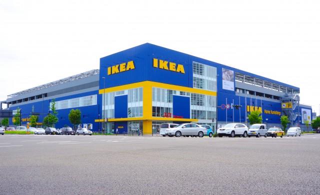 Шофьори на Ikea живеят в камионите си с месеци