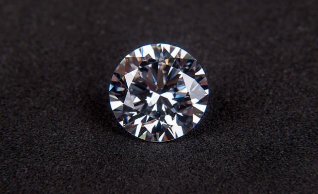 Момче намери огромен 7.44 каратов диамант в градски парк