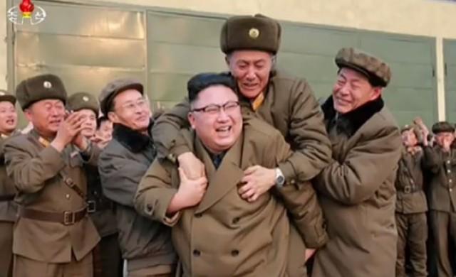 Кой е мъжът, осмелил се да скочи на гърба на Ким Чен-ун?