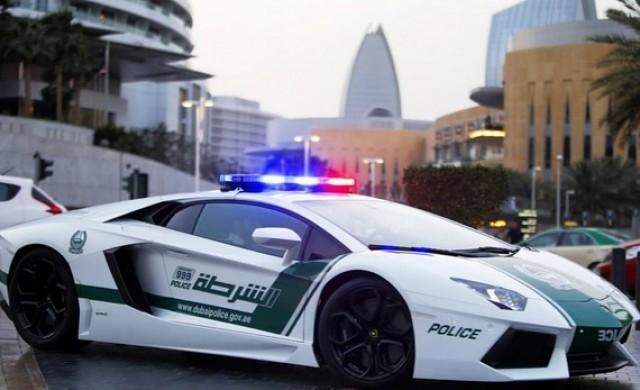 Най-бързата полицейска кола в света достига скорост от 407 км/ч