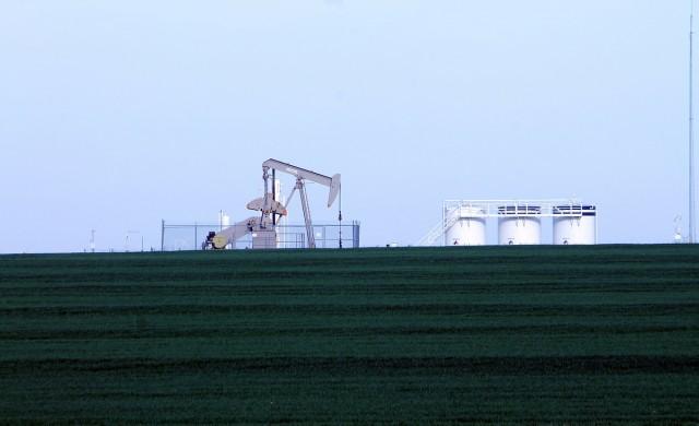 Прекъсвания в либийския добив крепят цената на петрола днес