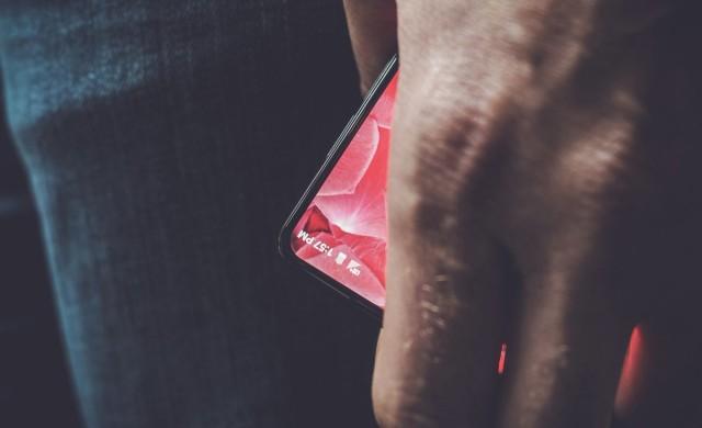 Дебютният смартфон на съоснователя на Android ще ползва.. Android