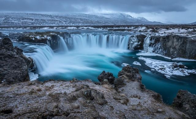 Исландия затяга контрола над туристите