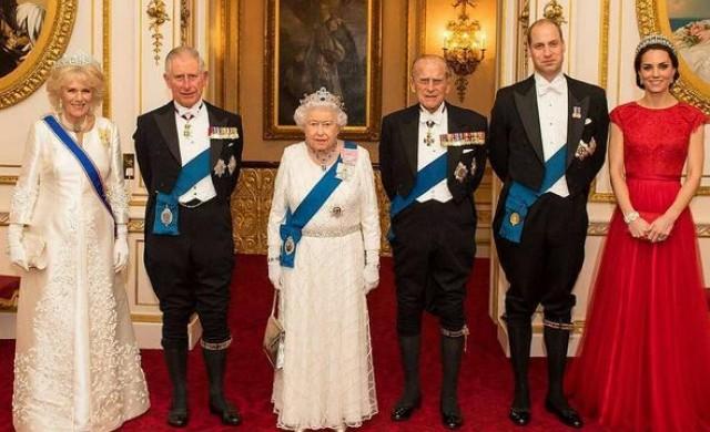 Как се обръщат към кралица Елизабет Втора нейните внуци?