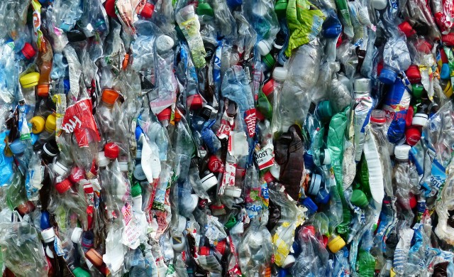 Пластмасов кръговрат: От кофата за боклук до Световния океан